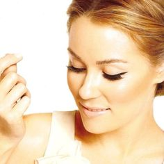 Lets talk about her perfect complexion. And that cat eye. #laurenconrad