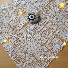 This Pin was discovered by Şul Crochet Bedspread Pattern, Crochet Doily Diagram, Crochet Squares, Filet Crochet, Crochet Motif, Crochet Doilies, Crochet Flowers, Crochet Lace, Crochet Patterns