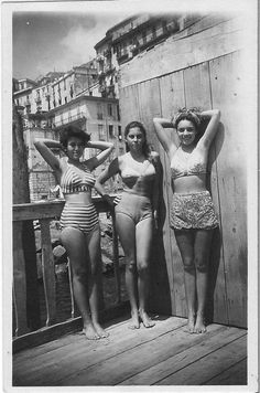 Italian Vintage Photographs ~ Young women of Naples in their swimsuits, Italy 1948 Vintage Girls, Vintage Outfits, Vintage Fashion, Bikini Babes, Bikini Girls, Vintage Photographs, Vintage Photos, Pin Up, Vintage Swimsuits