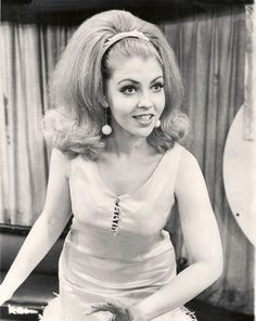 1960s who me? sure...I'll do the twist with you...peppermint or regular? Do you like my flip...it is all the rage... Retro Hairstyles, Wig Hairstyles, Beehive Hairstyles, Retro Updo, Teased Hair, Hair Flip, Hair Reference, Mode Vintage, Big Hair
