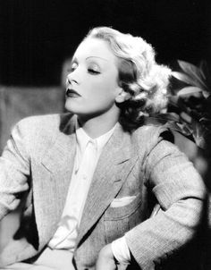 Marlene Dietrich was a German-American actress and singer. She used her glamour and exotic good looks to cement her stardom and was one of the highest-paid actresses of her era. Vintage Hollywood, Old Hollywood Glamour, Golden Age Of Hollywood, Hollywood Stars, Classic Hollywood, Hollywood Fashion, Marlene Dietrich, Look Vintage, Vintage Glamour