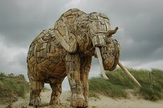8 Examples of Creative Art made with Recycled Trash | Neatologie