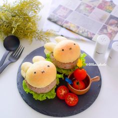 Instagram 上的 Little Miss Bento:「 Because it's Easter Sunday and we deserve a bunnilicious meal! Homemade Miffy burger buns with meat patties and fresh greens.  Recipe is… 」 Bento Recipes, Bento Ideas, Lunch Ideas, Kawaii Bento, Mini Burgers, Out To Lunch, Burger Buns, Hamburgers, Fresh Green