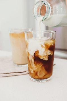 Iced Dirty Chai Latte (vegan) - Liv B. - Iced Dirty Chai Latte (vegan) – Liv B. Tea Recipes, Coffee Recipes, Kitchen Recipes, Drink Recipes, Recipies, Healthy Recipes, Vanilla Chai Tea, Aesthetic Coffee, Iced Latte