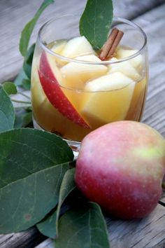 Drunken Apple Mixed Drink - - Fall is my favorite time of year. Living in Minnesota, I just love all of the fresh apples, the wines, the coo. Party Drinks, Fun Drinks, Yummy Drinks, Alcoholic Drinks, Beverages, Yummy Food, Yummy Yummy, Easy Mixed Drinks, Cocktail Recipes