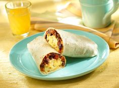 Rise and shine with our protein-packed breakfast burritos! Creamy GOYA® Black Beans mix with spiced chorizo, Pico de Gallo, scrambled eggs and cheese that will keep you going all morning long! Bean Recipes, Pork Recipes, Mexican Food Recipes, Mexican Cooking, Free Recipes, Protein Packed Breakfast, Breakfast Recipes, Breakfast Ideas, Brunch Ideas
