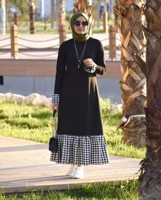 Trendy Plaid and Plain Matching Abaya Fashion for Muslims – Girls Hijab Style & Hijab Fashion Ideas Trendy Dresses, Modest Dresses, Modest Outfits, Simple Dresses, Hijab Style Dress, Hijab Chic, Abaya Style, Hijab Outfit, Abaya Fashion