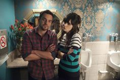 """Jake Johnson and Zooey Deschanel behind the scenes of the """"Jess & Julia"""" episode. - Jake Johnson and Zooey Deschanel behind the scenes of the """"Jess & Julia"""" episode of NEW GIRL on FOX. Source by - New Girl Cast, New Girl Tv Show, New Girl Nick And Jess, Best Comedy Shows, New Girl Style, Netflix, Jake Johnson, Good Kisser, Jessica Day"""