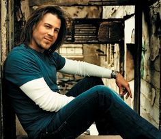 Christian Kane I am a new fan of Chris.  The House Rules is fun rockin country.