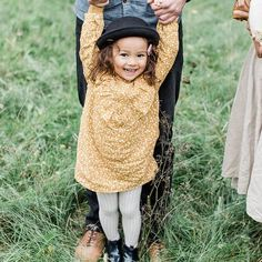 Hannah 💛 - Elza Photographie Fall Family Outfits, Hey Girl, Maternity Photography, Little Ones, Photoshoot, Black And White, My Style, Anime, Baby