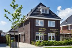 Meer informatie vrijstaande of 2 onder 1 kap woning Future House, Holland, Sweet Home, New Homes, Villa, Floor Plans, Exterior, House Design, Mansions