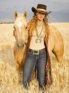 Well ladies a lovely lady over with suede and jeans and horse on Selfie ads to sell your fashion Sexy Cowgirl, Cowgirl Chic, Estilo Cowgirl, Cowgirl And Horse, Cowgirl Hats, Cowgirl Outfits, Cowgirl Style, Western Outfits, Mode Country