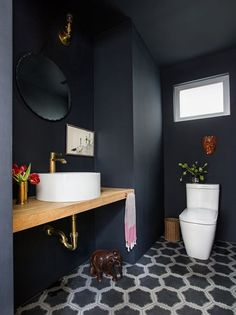 These Rooms Are The Epitome Of California Cool From Malibu to Ojai and L., click through to see easy-breezy homes in The Golden State that master that covetable California cool. Small Toilet Room, Guest Toilet, Downstairs Toilet, Lavabo Exterior, Lavabo Vintage, Wc Decoration, Dark Bathrooms, Small Dark Bathroom, California Cool