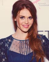 Oh hey howlers fans, well let's talk about Holland Roden, she's an American actress and currently best known for her role as Lydia Martin in MTV's popular teen drama-comedy series, Teen Wolf.
