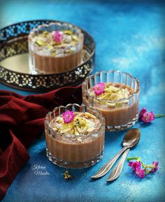Meghli is an authentic and traditional Middle eastern/Arabic sweet dish made from rice and caraway, anise and cinnamon. As a matter of Arab trad Ramadan Sweets, Arabic Sweets, Arabic Food, Arabic Dessert, Eggless Desserts, Dessert Recipes, Pudding Desserts, Lebanese Recipes, Kitchens