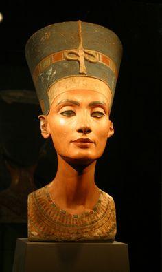 The infamous bust of Nefertiti <3