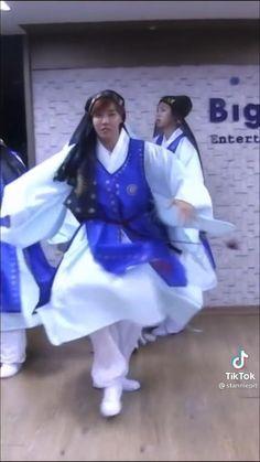 Bts Mv, Bts Bangtan Boy, Bts Boys, Bts Jimin, Kim Taehyung Funny, Bts Taehyung, Korean Actresses, Korean Actors, Bts Billboard
