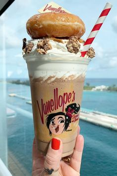 As If We Needed Another Reason to Go on the Disney Dream Cruise: Peanut Butter Milkshakes Disney Drinks, Disney Desserts, Disney Snacks, Cute Desserts, Comida Disney World, Disney World Food, Disney Themed Food, Disney Inspired Food, Comida Disneyland