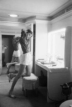vintage everyday: Intimate Pictures of Young Starlet Audrey Hepburn at Home in Beverly Hills, 1953
