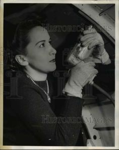1943-Press-Photo-Princess-Iola-Horns-daughter-of-last-Mohawk-Indian-chieftain