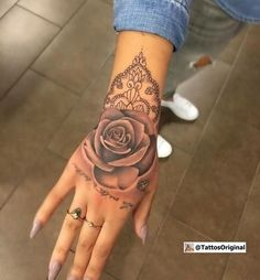 Attractive Hand Tattoos beautiful hand ❥ tattoo designs introduced in the post. You can find various ❥ themed designs for your hand ❥ tattoos. Hand Tattoo Frau, Rose Hand Tattoo, Hand Tats, Flower Tattoo Back, Back Tattoo Girls, Back Of Forearm Tattoo, 3 Roses Tattoo, Tatoo Rose, Lion Hand Tattoo