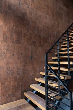 In samenwerking met Dubbel M hebben wij 250m2 kurk geplaatst in de variant Primecork Leather. Deze kurk tegels geven een warm gevoel en verbeteren de akoestiek in het strakke en lichte pand. Floor Coverings, Home Decor, Acoustic, Best Flooring, Stairs