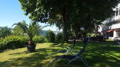 Das AKZENT Vitalhotel König am Park bietet eine große Gartenlandschaft. Legen Sie sich auf eine der Liegen und bewundern Sie die Aussicht.