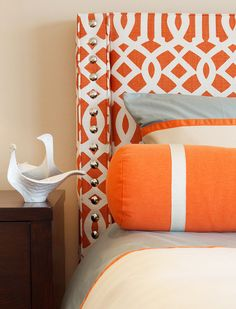 Love the orange trellis headboard.need more bright orange. maybe in my kitchen? Bedroom Orange, Orange Rooms, Orange Bedding, Orange Home Decor, Orange Interior, Trellis Pattern, My New Room, Beautiful Bedrooms, Colorful Interiors