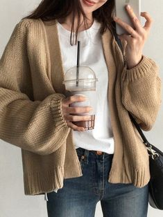 Oversized Cardigan Outfit, Knit Cardigan Outfit, Cardigan Sweaters For Women, Beige Cardigan, Korean Outfits, Trendy Outfits, Cool Outfits, Fashion Outfits, Beige Outfit