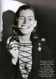 Carré Otis by Manuela Pavesi for Vogue Paris, October 1991 Vogue Paris, Vintage Vogue, Vintage Fashion, 90s Party Outfit, 90s Outfit, Catherine Mcneil, 90s Fashion Grunge, 90s Grunge, 90s Models
