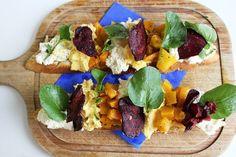 Bruschetta de abóbora com ricota. | 12 receitas que são presentes de Dia dos Namorados em forma de comida