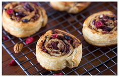 Here is a delicious recipe for fruit pinwheels. This is a fantastic snack suitable for any time of day. Come and try out our tasty recipe. Pecan Nuts, Tasty, Yummy Food, Food Photography Styling, Kitchen Recipes, Pinwheels, High Tea, Tray Bakes, Raisin