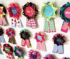 リボンフラワー・メーカーで作る デコ勲章   手作りレシピ   クロバー株式会社 How to make the rosette brooch using a ribbonflower-maker