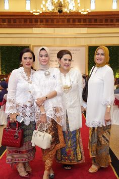 White kebaya Indonesia Kebaya Lace, Kebaya Hijab, Kebaya Brokat, Batik Kebaya, Kebaya Dress, Kebaya Muslim, Batik Dress, Muslim Fashion, Hijab Fashion