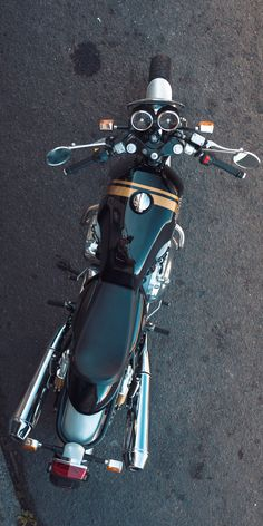 The new Royal Enfield Interceptor 650 twin Cafe Racer Bikes, Cafe Racer Motorcycle, Motorcycle Style, Motorcycle Helmets, Cafe Bike, Women Motorcycle, Yamaha Bikes, Old Motorcycles, Clash Royale