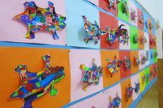 Al passadís d'infantil trobareu EL DRAC D'ANTONI GAUDÍ que està al PARC GÜELL a Barcelona. A l'entrada del centre, un excel·lent treball re... Parc Guell, Antoni Gaudi, Fall Projects, Art School, Home Crafts, Barcelona, Artsy, Lizards, Project Ideas