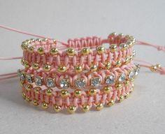 Conjunto de pulseiras em macramê, feitas com cordão de algodão na cor salmão.  Vêm duas pulseiras com bolinhas douradas e uma com strass cristal.  Acabamento dourado. Todas são reguláveis. R$45,00