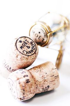 Moët & Chandon kurken voor een persoonlijke fles bubbels. / Moët & Chandon corks for a personal bottle of bubbles. - Shop your party items at: www.partydeco.nl