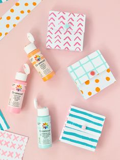 Get your creative juices flowing with these hand-painted paper pockets! Painted Paper, Hand Painted, Paper Pocket, Happy Mail, Diy Kits, Juices, Charlotte, Creative, Pockets