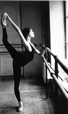 Hip stretch. #ballet #dancer #beauty #art