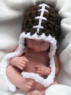 Cannot get over this baby and his football hat. So cute! This cute baby is actually a CREEPY doll. Little Babies, Little Ones, Cute Babies, Funny Babies, My Bebe, Football Girls, Foto Baby, Crochet Bebe, Everything Baby