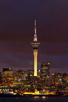 Skyline of Auckland featuring the Sky Tower (the tallest free-standing structure in the Southern Hemisphere), Auckland, New Zealand New Zealand North, Auckland New Zealand, Places Around The World, Travel Around The World, Around The Worlds, Tonga, Vanuatu, Papua Nova Guiné, Fiji