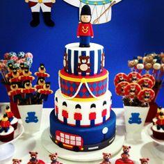 A Chocolarteira - Bolos, Doces e Chocolates | Soldadinho de Chumbo Cupcake Birthday Cake, Baby 1st Birthday, Cupcake Party, Boy Birthday Parties, Party Cakes, Cupcake Cakes, Cupcakes, London Theme Parties, London Party