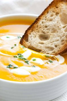 This Creamy Butternut Squash Soup is a great winter warmer and so easy to make! You can make this simple but so flavorful soup in your Crock Pot, Instant Pot or on the stove. Healthy Soup Recipes, Cooking Recipes, Crockpot Recipes, Butternut Squash Apple Soup, Instant Cooker, Cup Of Soup, Slow Cooker Soup, Cozy Winter, Stove