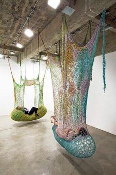 Ernesto Neto large scale crochet art installation - New Deko Sites String Installation, Art Installations, Art Au Crochet, Free Crochet, Instalation Art, Urbane Kunst, Yarn Bombing, Oeuvre D'art, Textile Art