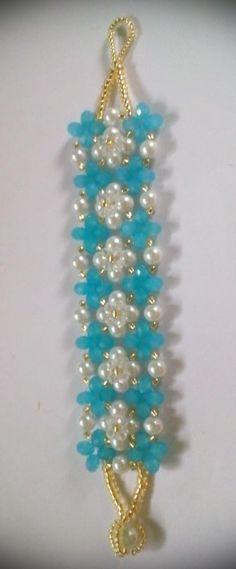 Pulsera azul con perlas