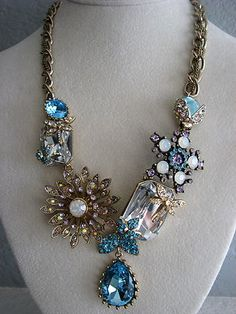 BETSEY JOHNSON~ICONIC ENCHANTED GARDEN CRYSTAL CHARM STATEMENT NECKLACE~RARE~NWT