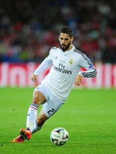 Real Madrid player Isco in action during the UEFA Super Cup match between Real Madrid and Sevilla FC at Cardiff City Stadium on August 2014 in Cardiff, Wales. Best Football Team, Football Photos, World Football, Football Soccer, Soccer Skills, Soccer Tips, Isco Real Madrid, Uefa Super Cup, Pier Paolo Pasolini