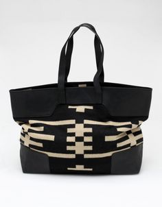 Canyonville Tote In Black. Pendleton, The Portland Collection