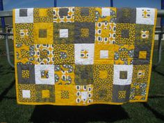 Another awesome yellow and gray quilt